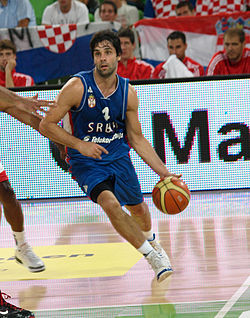Teodosić playing with the Serbian national team.