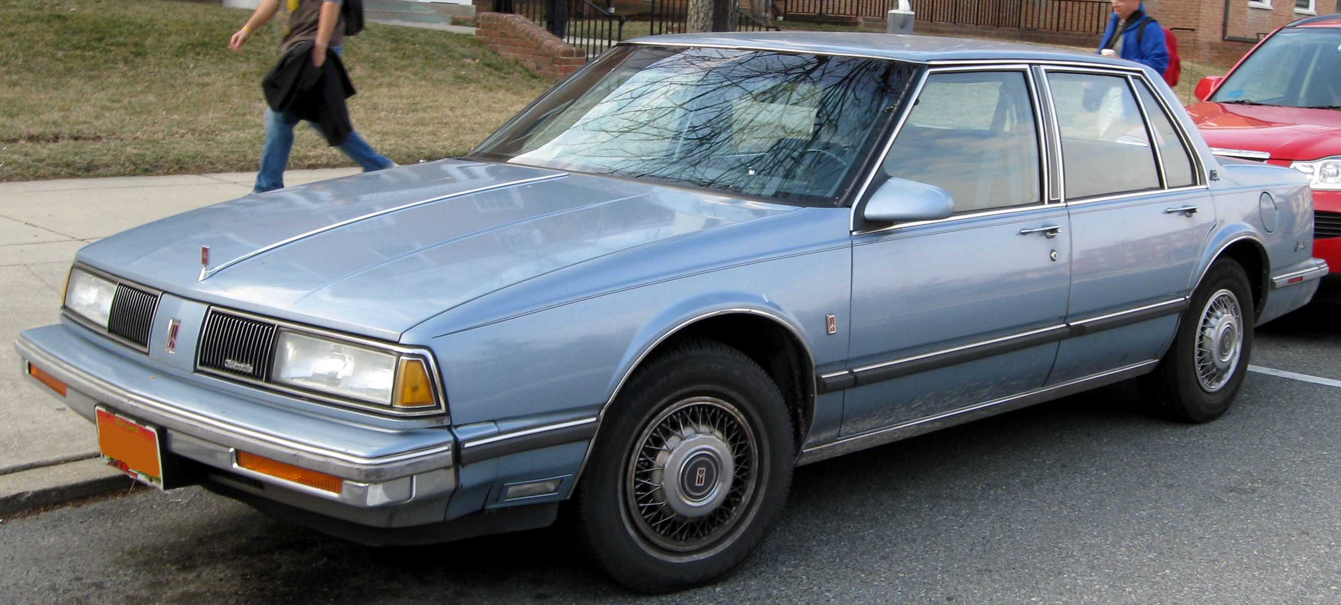 1986-89 Delta 88 sedan. This is a 1988 or 1989 model because the
