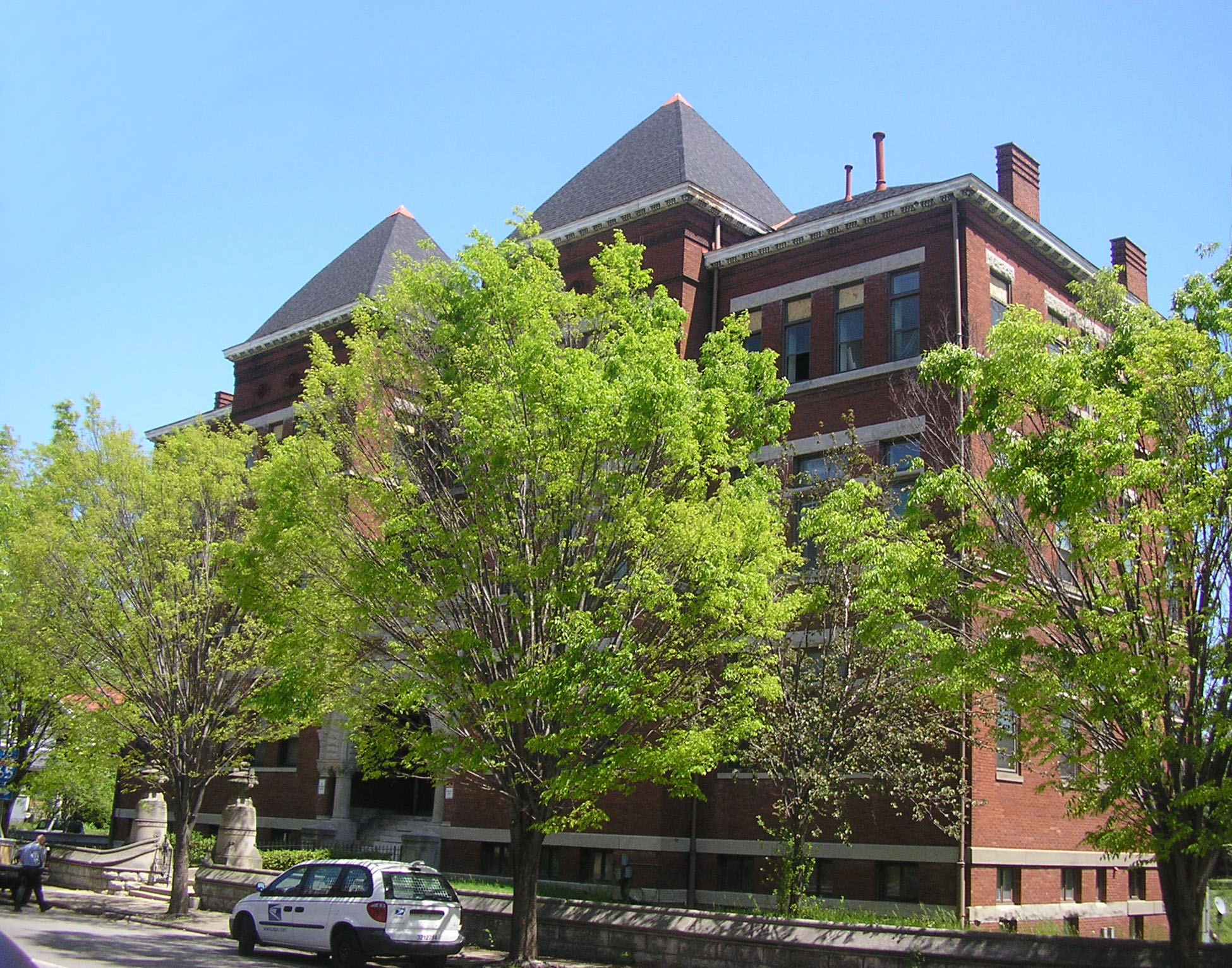 The original school building in 2009, after conversion to apartments