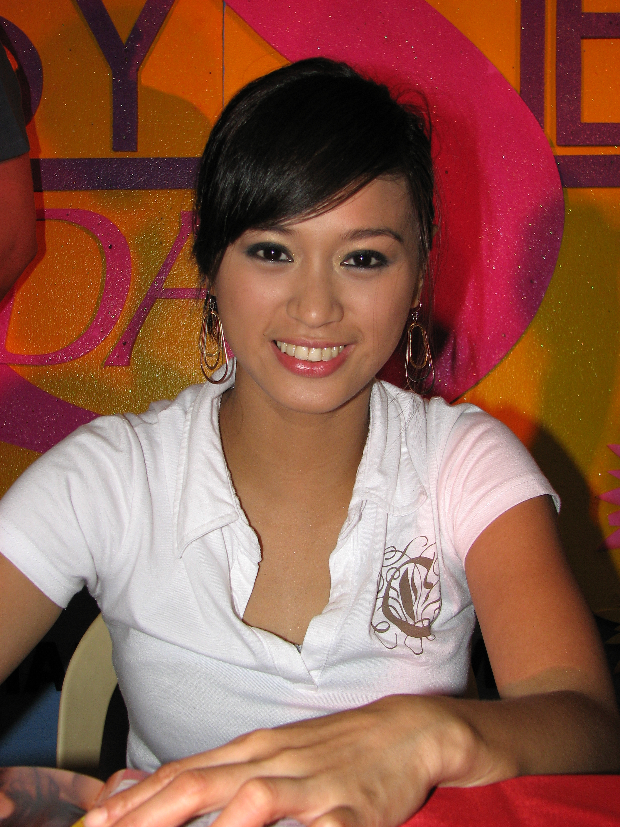 pictures Rochelle Pangilinan (b. 1982)