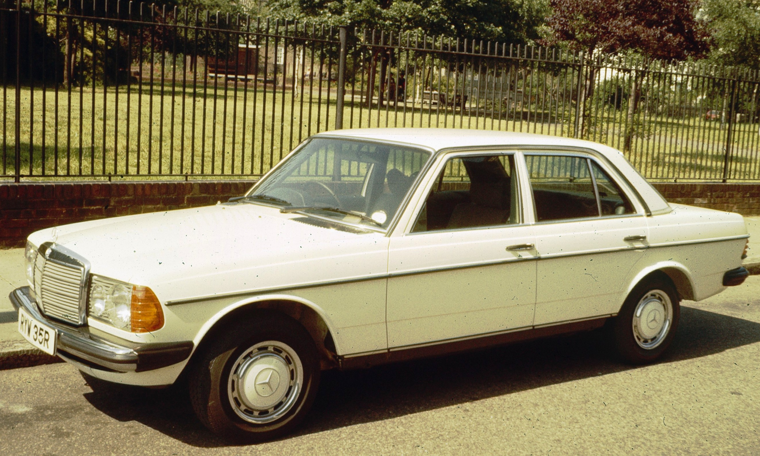 Mercedes benz w123 for Mercedes benz name origin