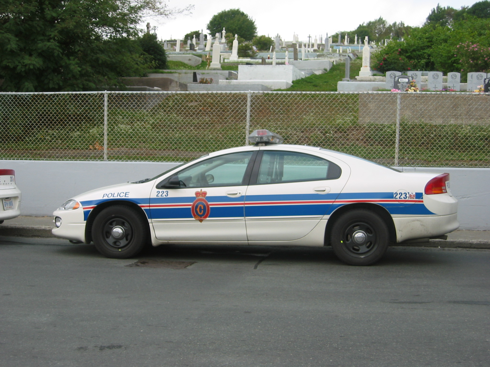 Royal_Newfoundland_Constabulatory_Dodge_Intrepid_police_car.jpg
