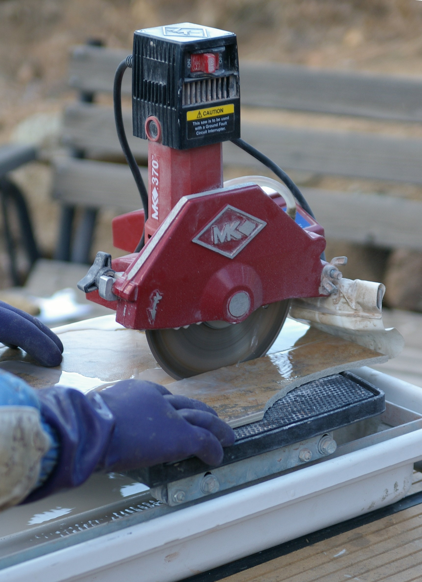 Ceramic tile cutter a tile saw with a water cooled diamond blade in use dailygadgetfo Images